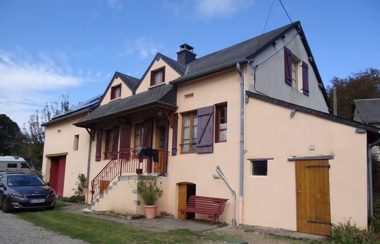 La Maison du Lavoir  (sur les hauteurs d'Anost )