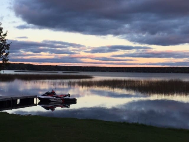 Lakefront Vista Cottage, Springwater - Elmvale - Cabaña