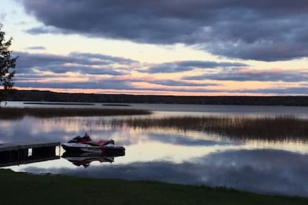 Lakefront Vista Cottage, Springwater - Elmvale - กระท่อม