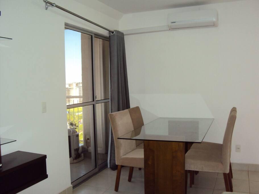 Sala de jantar e ar condicionado
