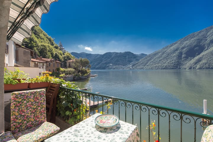 Waterfront Apartment with Beautiful Views - Valsolda - Apartment
