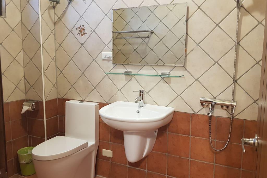 獨立衛浴 private bathroom