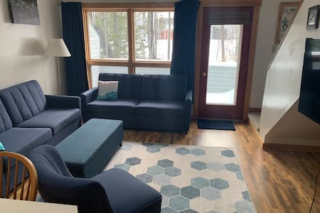 Sugarloaf Ski in/out condo- pet friendly