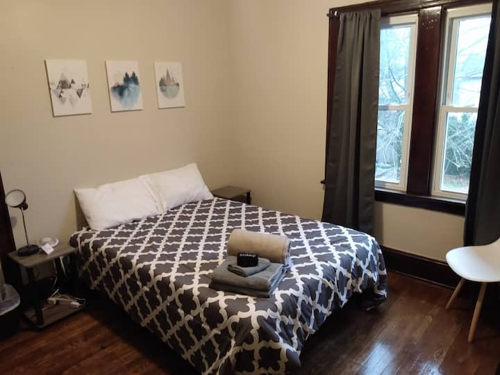Clean, private, comfortable room near Highland Sq.