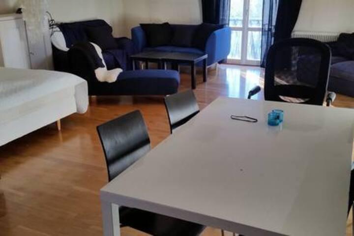 14 min till Stockholm/Univ/KTH. 2 rum 57 m2 TäbyC