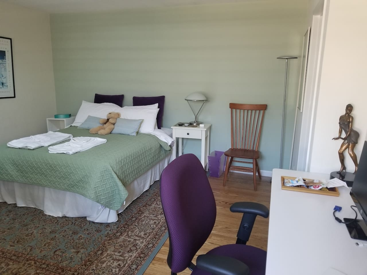 Large, bright and comfortable bedroom with en-suite bath, sofa and desk.