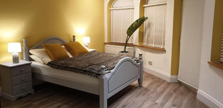 Harlestone Retreat - Double Room With Garden View