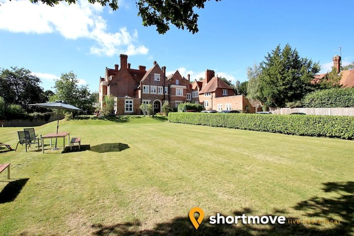 Reading Serviced Apartment | Shortmove
