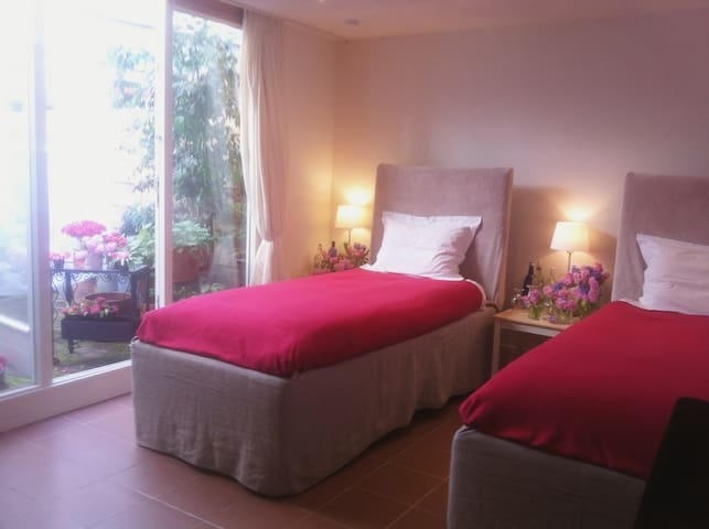 A-Location De Pijp! Room with a Heart.5*Hotel Beds