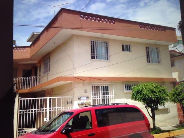Se renta departamento en Coatepec - Coatepec - Apartment