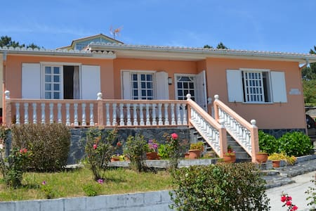 House with wonderful views to Pantin beach.
