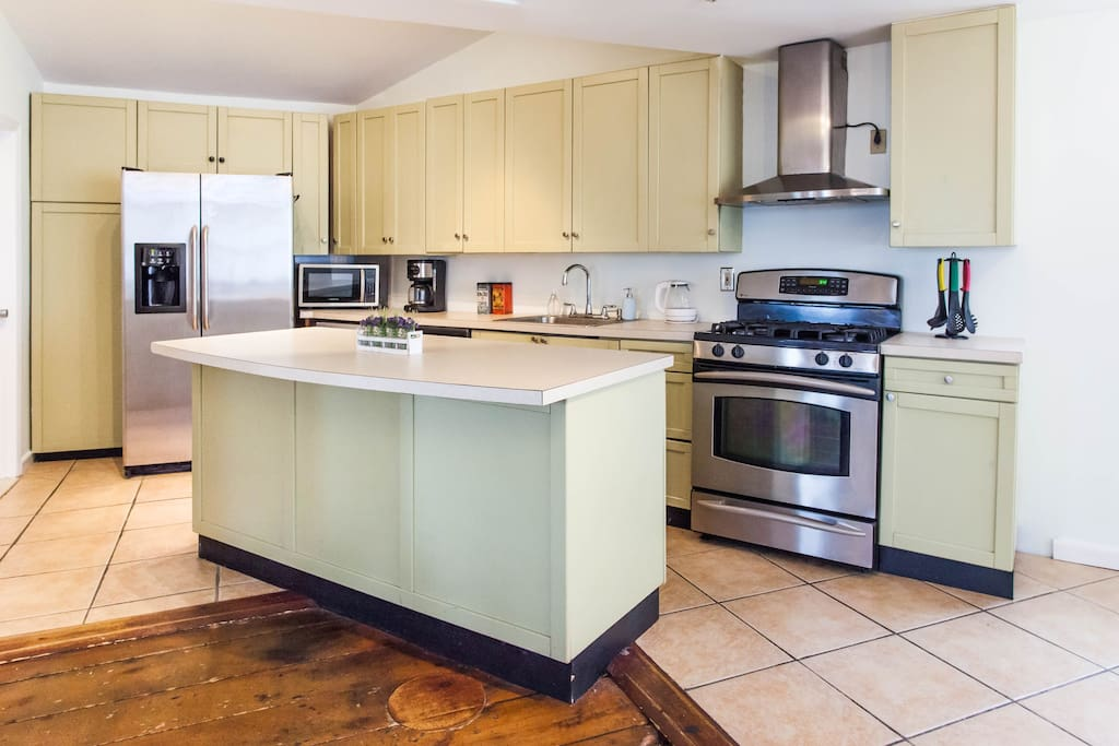 Stainless steel appliances, gas stove, tons of cabinets, spacious and open.  Kitchen is lightly stocked with everything you need to make simple dinners.  There is olive oil and vinegar, salt and pepper, sugar, tea and coffee.