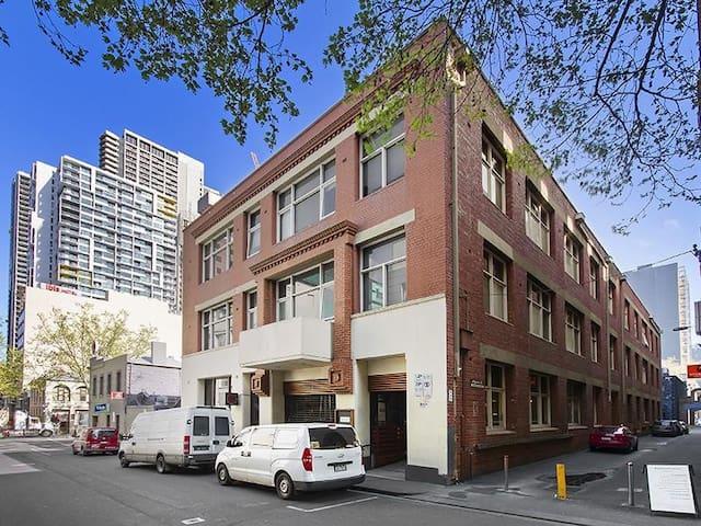 """Laetus"" your 2 Level Warehouse CBD Apartment (PW)"