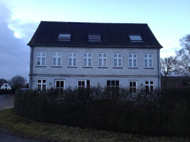 Stort hus i landlige omgivelser - Svendborg