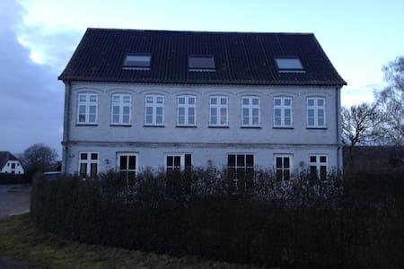 Stort hus i landlige omgivelser - 스벤보르그(Svendborg)
