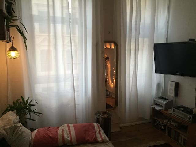 Two Rooms in Artsy Students Flat! - Köln - Apartment