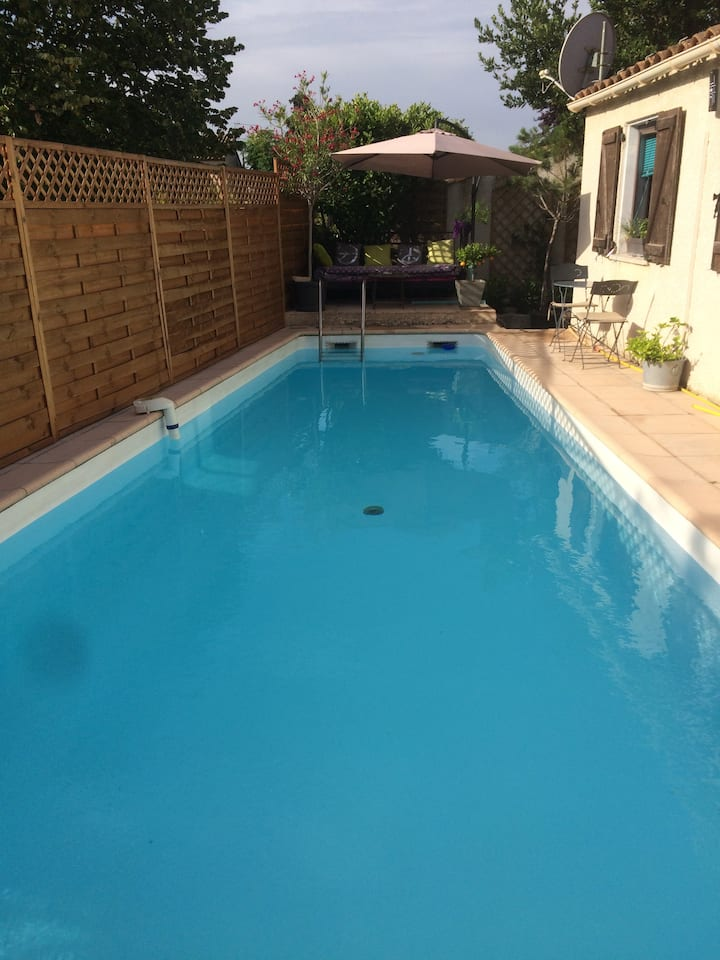 Nice house with long swimming-pool