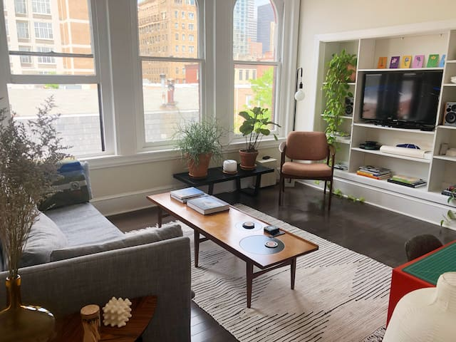 Huge Rittenhouse One-Bedroom w/ Private Roof Deck