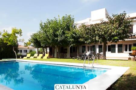 Villa Roda de Bará junto a la playa para 18 personas! - Costa Dorada - Villa