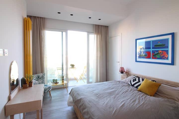 Seaview Apartment yellow