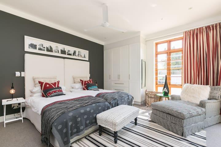 """Saxonwold  """"Jabula"""" Cottage. Comfort &  luxury"""