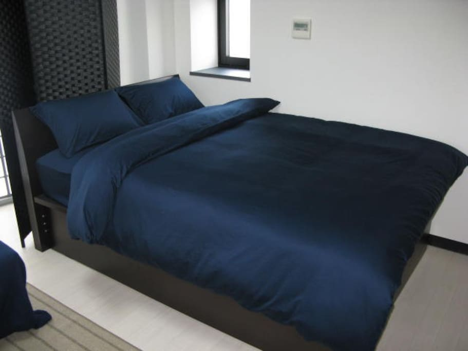 Right side's Comfortable double bed(Mattress size:140cm × 197cm)