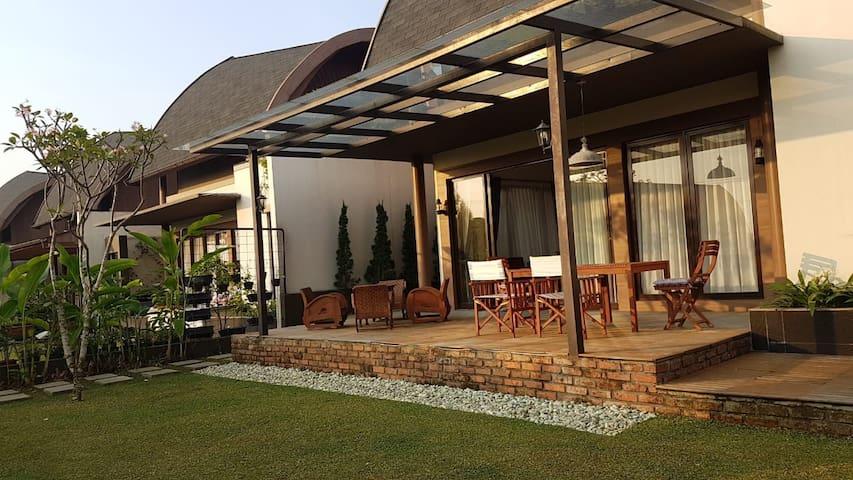 Van's Vimala Hills & Resort Ciawi Puncak (NE-36)