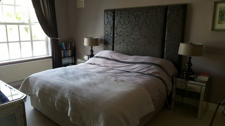 Comfortable Large Double Room near Electric Picnic - Laois