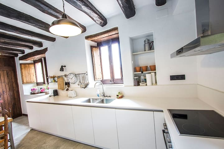 Masia Sant Llorenç for 16 people in the mountains of Barcelona! - Barcelona Region - House