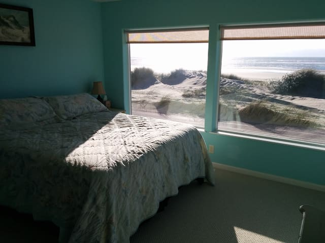 Home By the Sea - Waldport - House