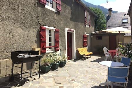Charmante maison de village - Betpouey