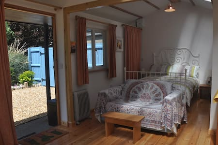 Lulworth Sleeps 2 self contained converted stable