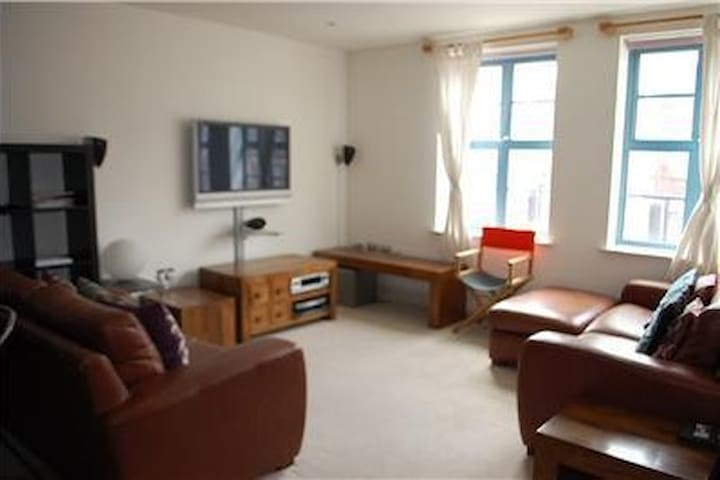 Central modern apartment, with parking - Bristol - Huoneisto