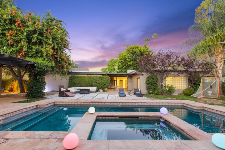 Beautiful Encino Staycation with Pool & Hot Tub