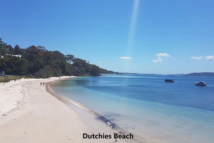 27b Christmas Bush Avenue - duplex in Nelson Bay walking distance to Dutchies Beach