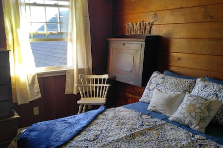 Charming 1950's home with room 4 out of 6 for rent - Klamath Falls - Casa