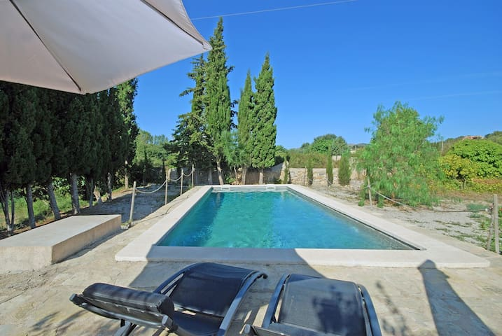 COUNTRY HOUSE IN IDYLLIC LOCATION WITH PRIVATE POOL