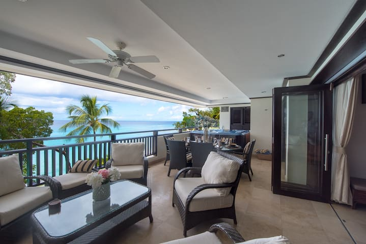 Beachfront. Sea and Beach Views, Private Hot Tub,