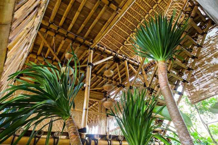 Bamboo & B Kawah Ijen River View
