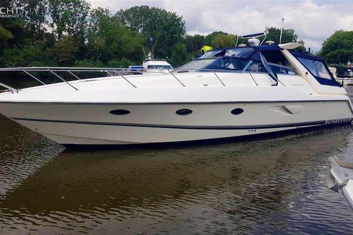 46 foot Sports Yacht, Windsor.