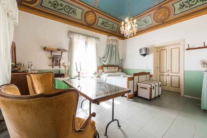Camera Giuliana vista mare a Salina - Leni - Huvila