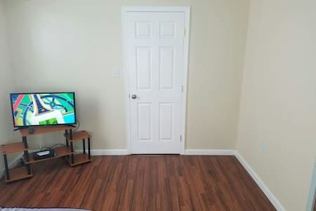 Cozy 1BR w/Bathr & parking included - New Carrollton - Casa
