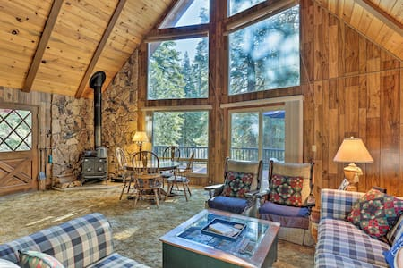 Lake Almanor Country Club Cabin w/ Amenities!