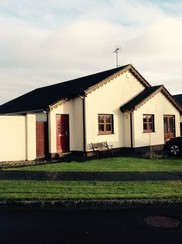 Light and spacious bungalow near the beach - Ballymoney - House