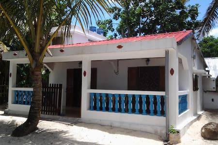 Maison au bord de la mer a Sainte-Marie de Mada