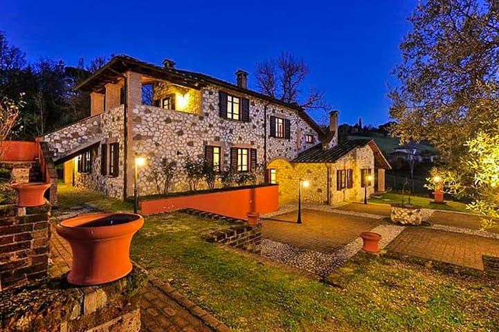 Building,House,Cottage,Hotel,Bathroom
