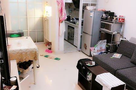 限女生 Viva & Cats  套房内单个独立房间 毗临小河直街/大悦城