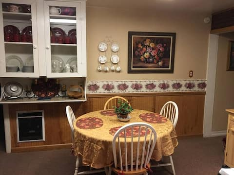 Ione Rose Garden FAST WIFI & 2 Pvt Bedrooms