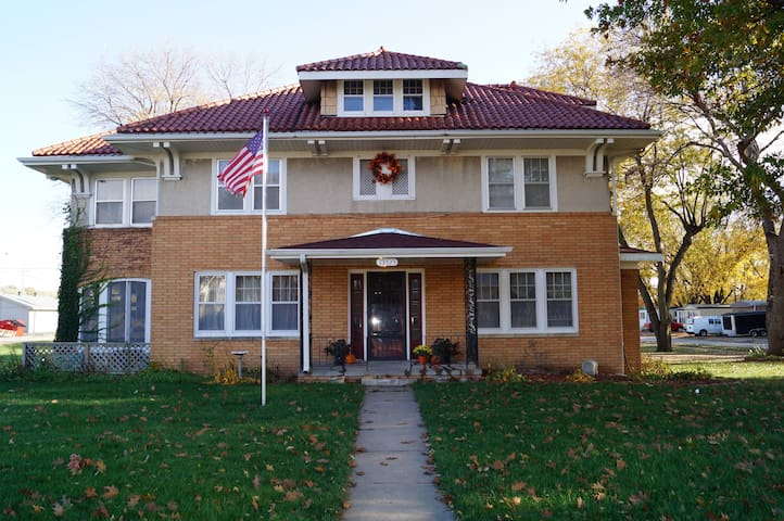 Historic 4BR Home in Old Millard - Omaha - Ev