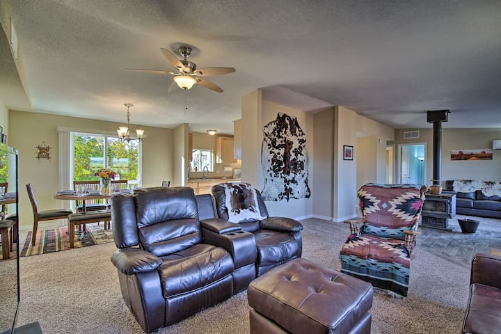 NEW! Page Area Home w/ Deck, 23 Mi to Lake Powell!